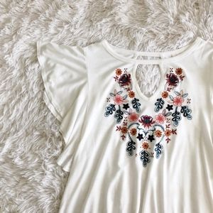 TRU SELF beige floral embroider butterfly wing top